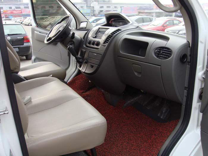 4年4月 二手上汽大通V80 6座柴油 白色 价格11.5万元高清图片