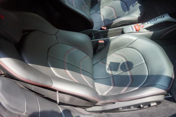 法拉利 488  3.9T 双涡轮增压图片