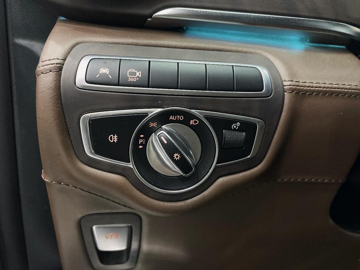 奔驰 V级  2018款 V 260 L 尊贵加长版 国VI图片