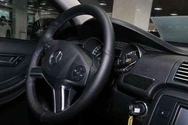奔驰 R级  R400 4MATIC 3.0T 商务型图片