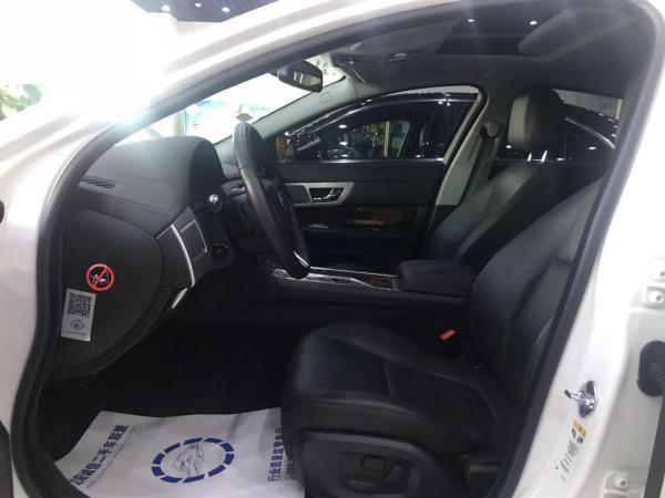 捷豹 XF  2015款 2.0T 豪华版图片