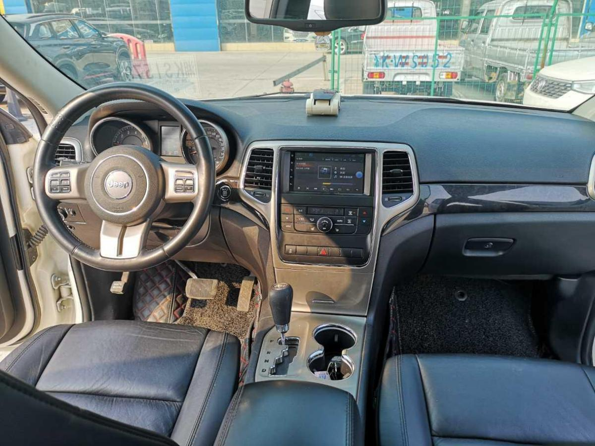 Jeep 大切诺基  2012款 3.6L 周年导航版图片