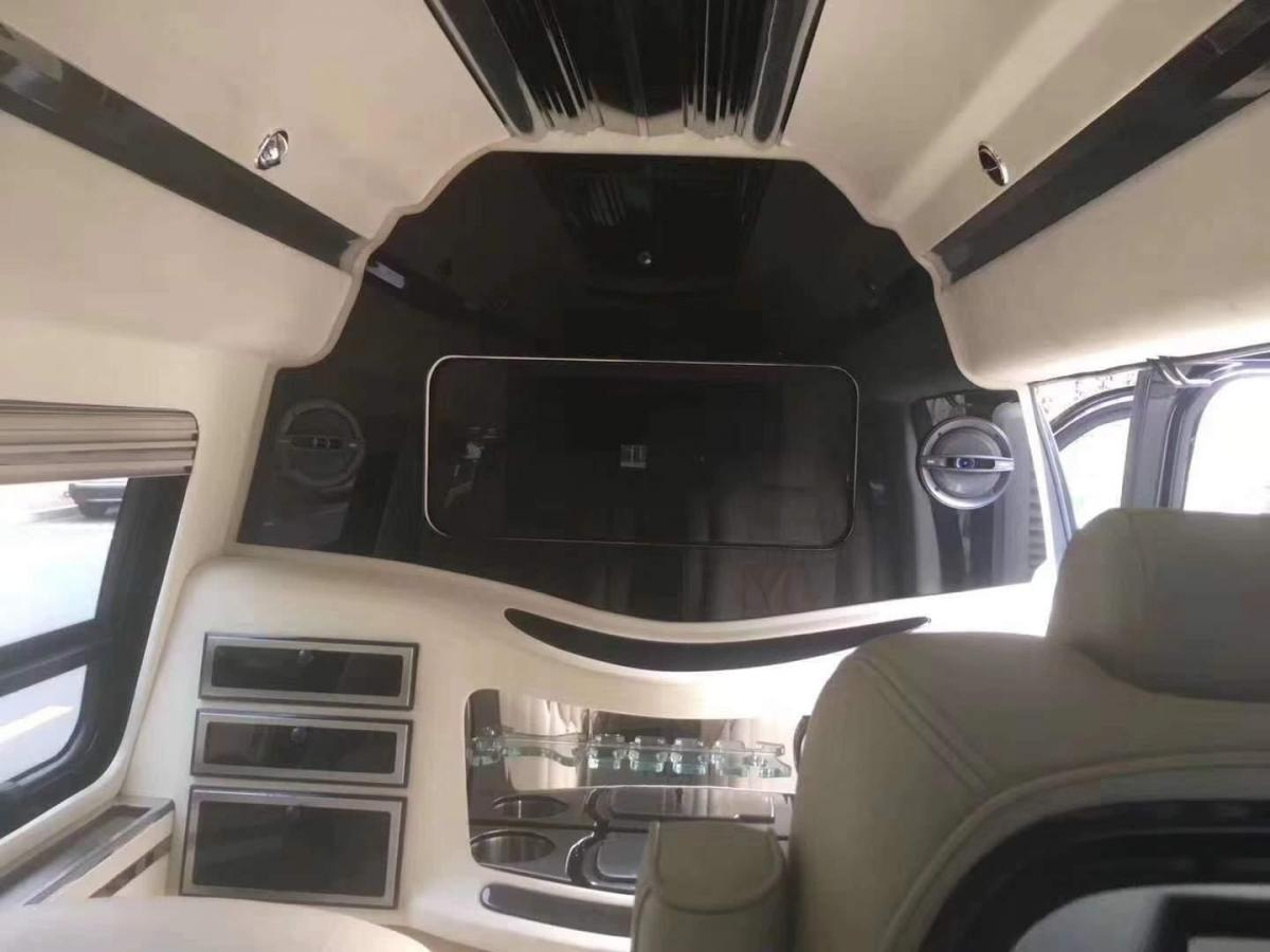 GMC 赛威  2009款 6.0 10座长轴版皇家级图片
