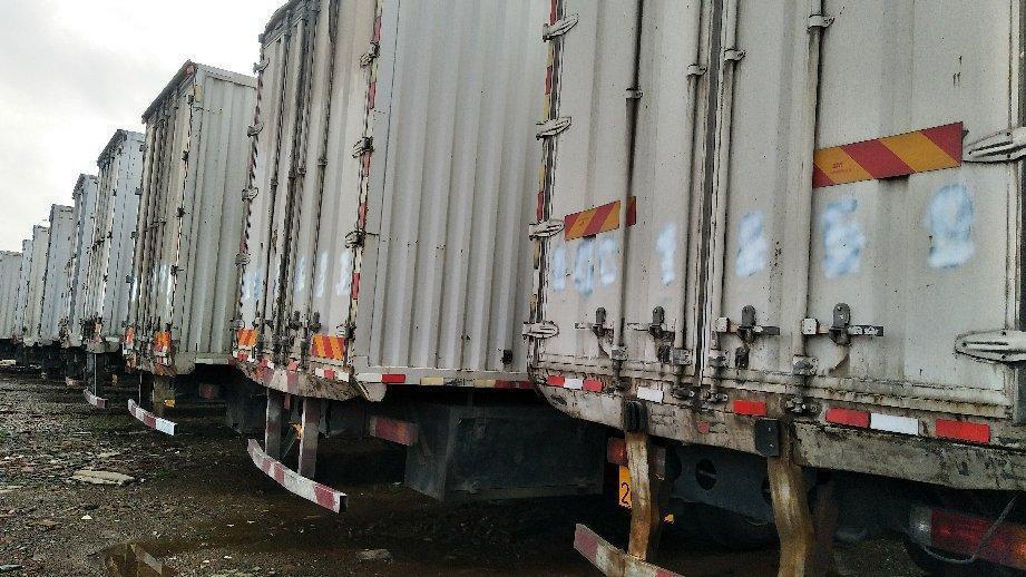 解放单桥9.6米厢式货车,国五排放图片