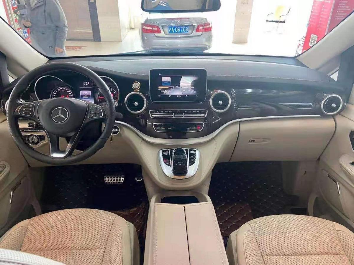 奔驰 V级  2016款 V 260 L 尊贵加长版图片