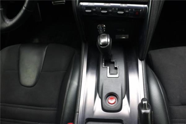 日产 GT-R  3.8T Premium Edition 黑色内饰图片