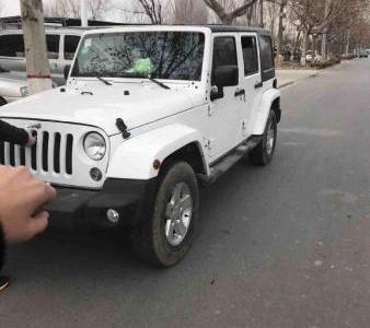 Jeep 牧马人  2.8 TD 四门舒享版 Sahara图片