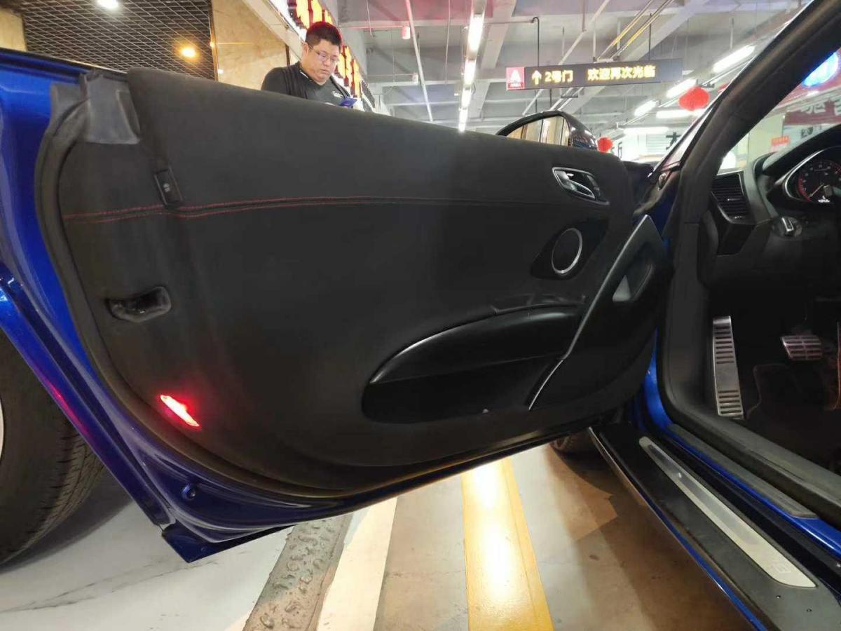 奥迪 奥迪R8  2011款 Spyder 5.2 FSI quattro图片