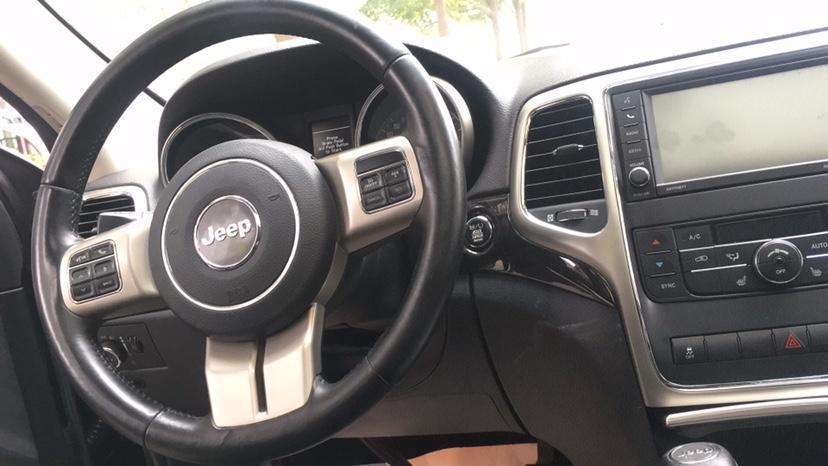 Jeep 大切诺基  2011款 改款 3.6L 周年纪念导航豪华型图片