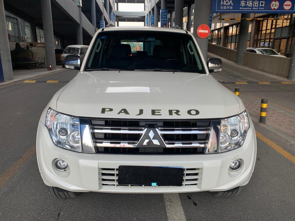 三菱 帕杰罗  2014款 3.0L 精英超越版图片