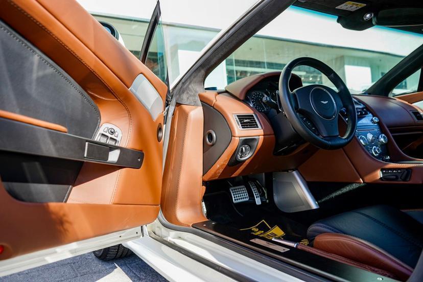 阿斯顿·马丁 V8 Vantage  2011款 4.7L Sportshift Coupe图片