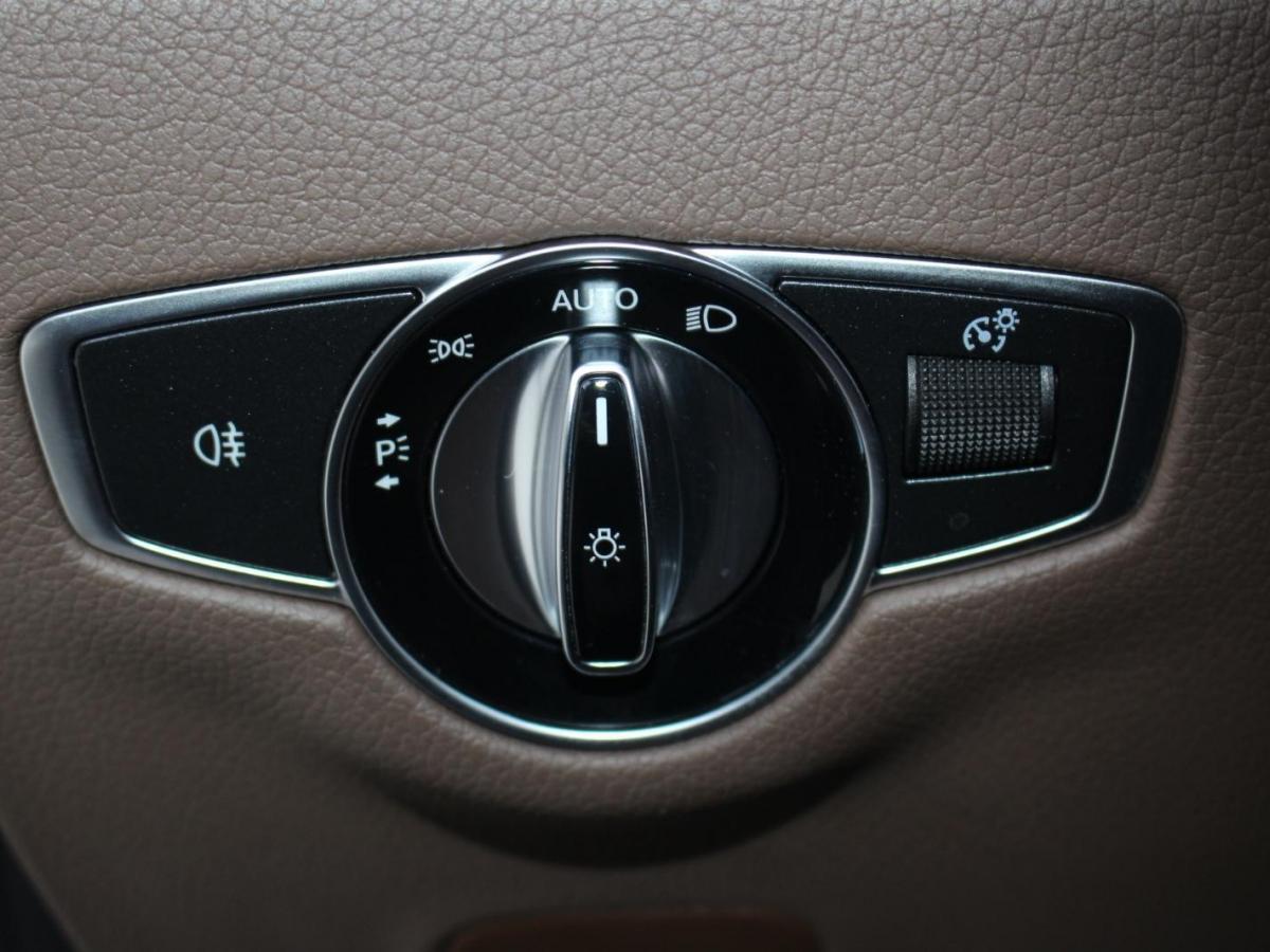 奔驰 奔驰E级  2020款 改款 E 300 L 运动殊享版图片