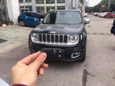 Jeep 自由侠  2.0 四驱全能版图片