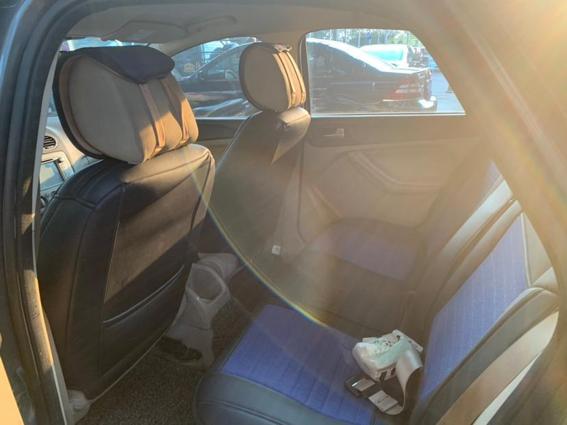 福特 福克斯  2013款 三厢经典 1.8L 手动时尚型图片
