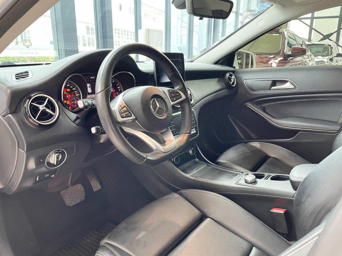 奔驰 奔驰GLA  2019款 GLA 200 时尚型图片