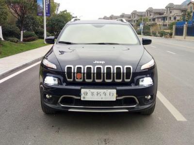 Jeep 自由光 2.4 专业版图片