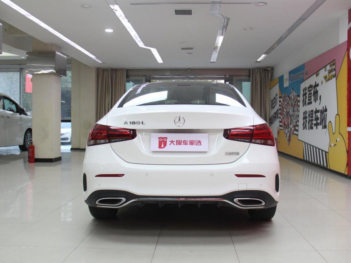 奔驰 奔驰A级  2019款 A 180 L 运动轿车图片