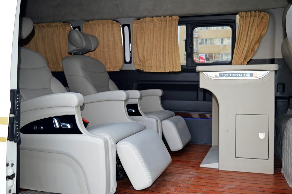 丰田 HIACE  2011款  HIACE  2.7L手动标准版13座图片