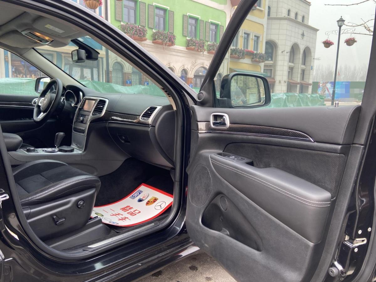 Jeep 大切诺基 SRT  2013款 6.4L SRT8 炫黑版图片