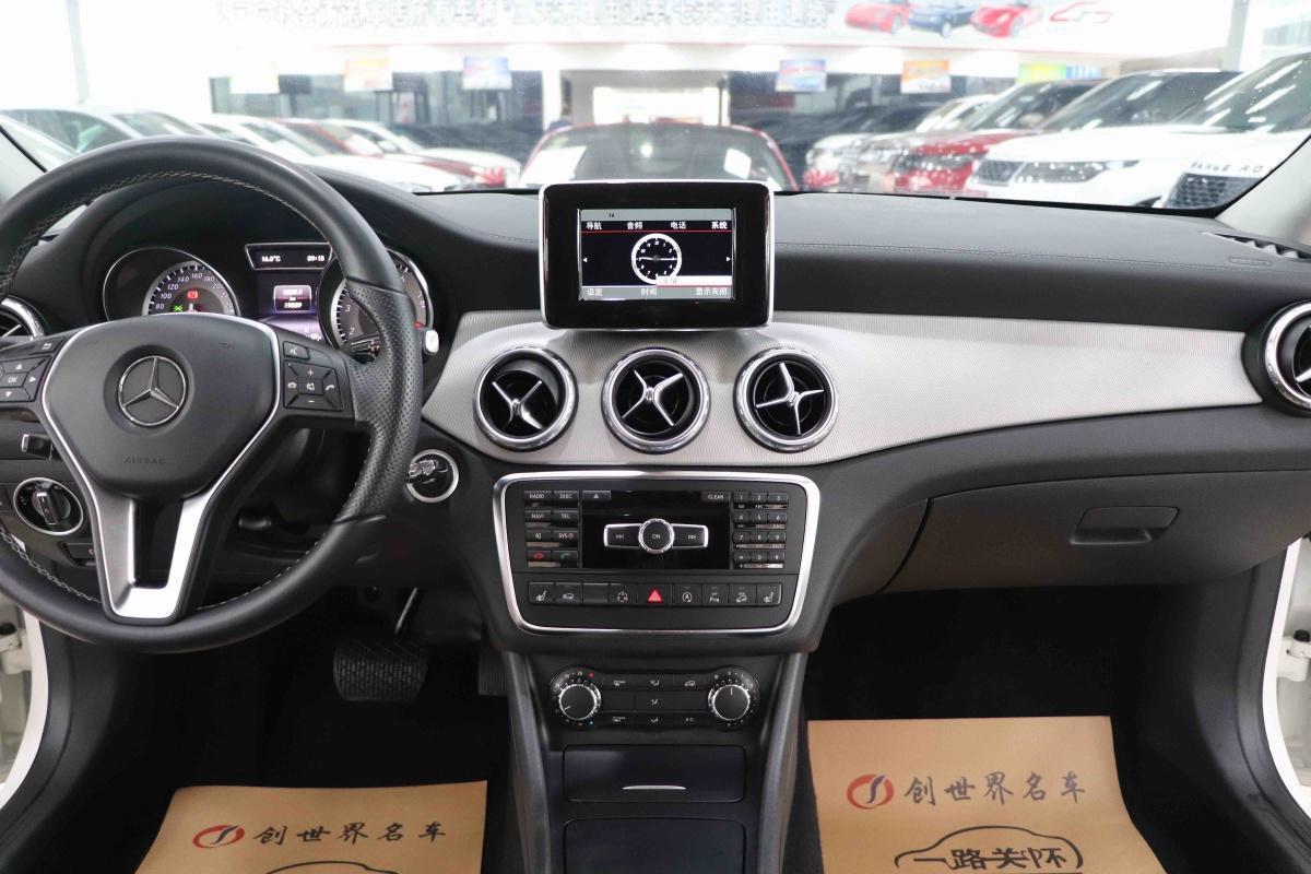 奔驰 奔驰GLA  2015款 GLA220 2.0T 4MATIC DCT豪华型图片