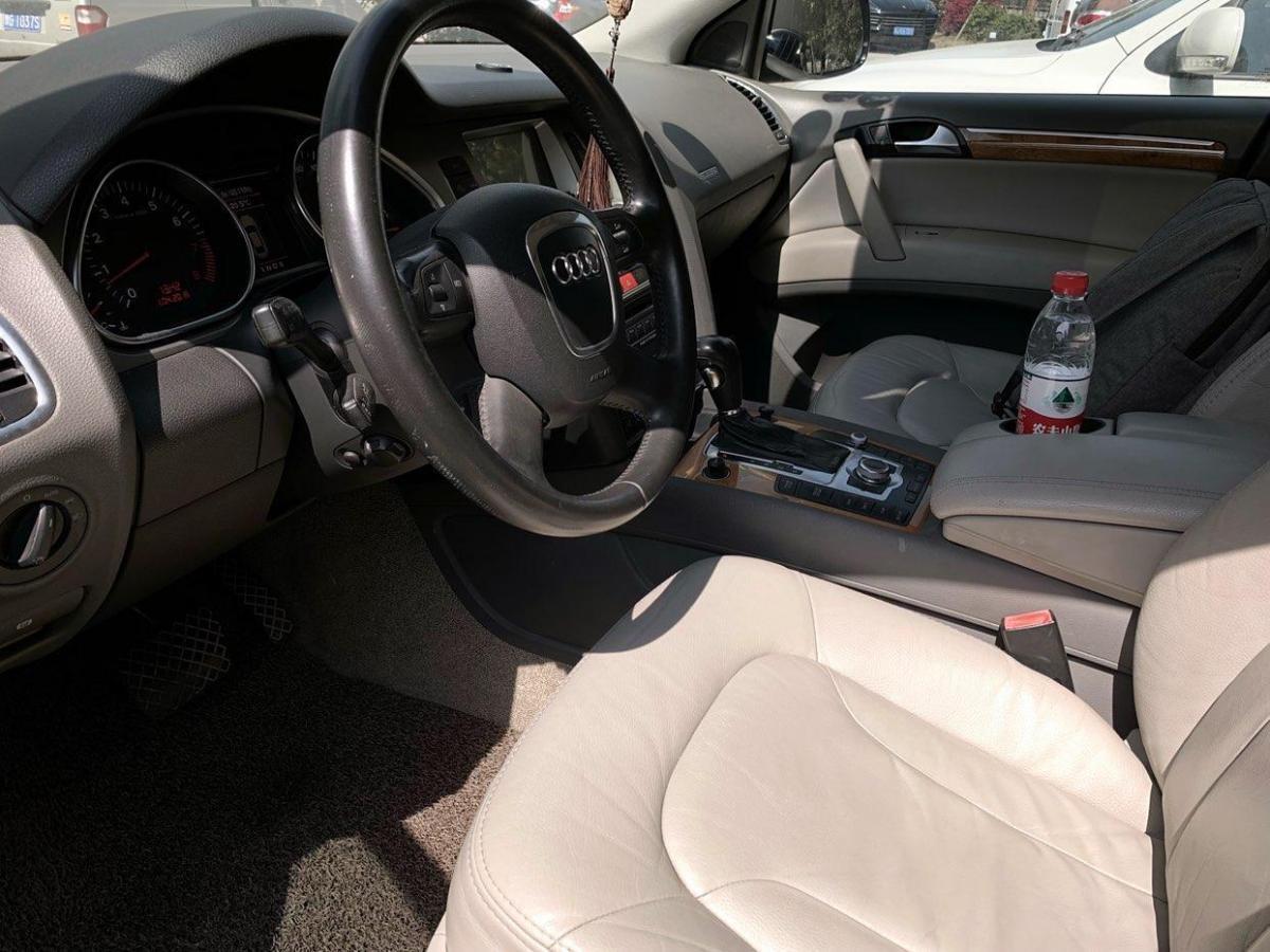 奥迪 奥迪Q7  2010款 Q7 4.2 FSI quattro 豪华型图片