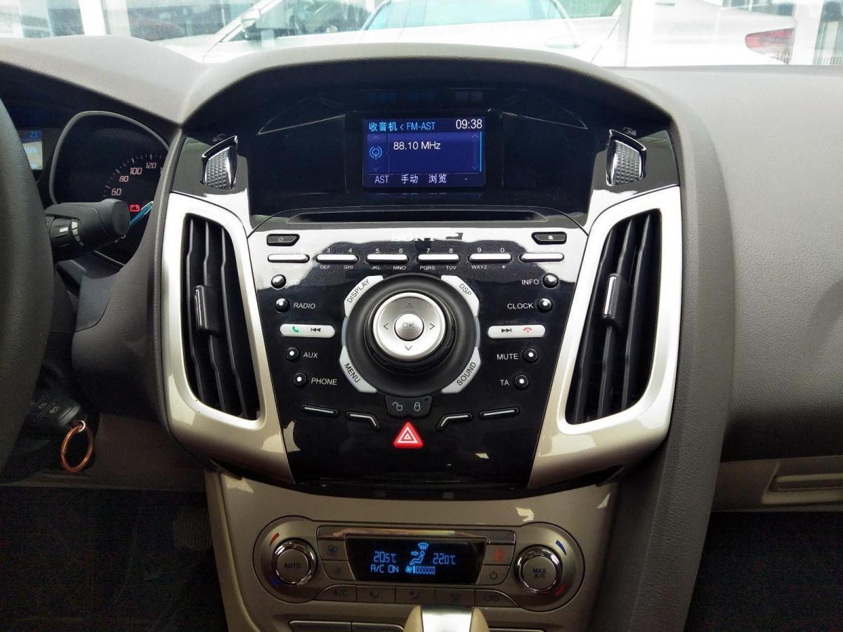 福特 福克斯  2012款 三厢 1.6L 自动尊贵型图片