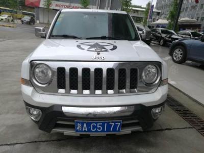 Jeep 自由客  2.4L 运动版 四驱