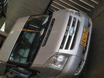 2011年3月 福特 新世代全顺  2.4T长轴15座中顶豪华型图片