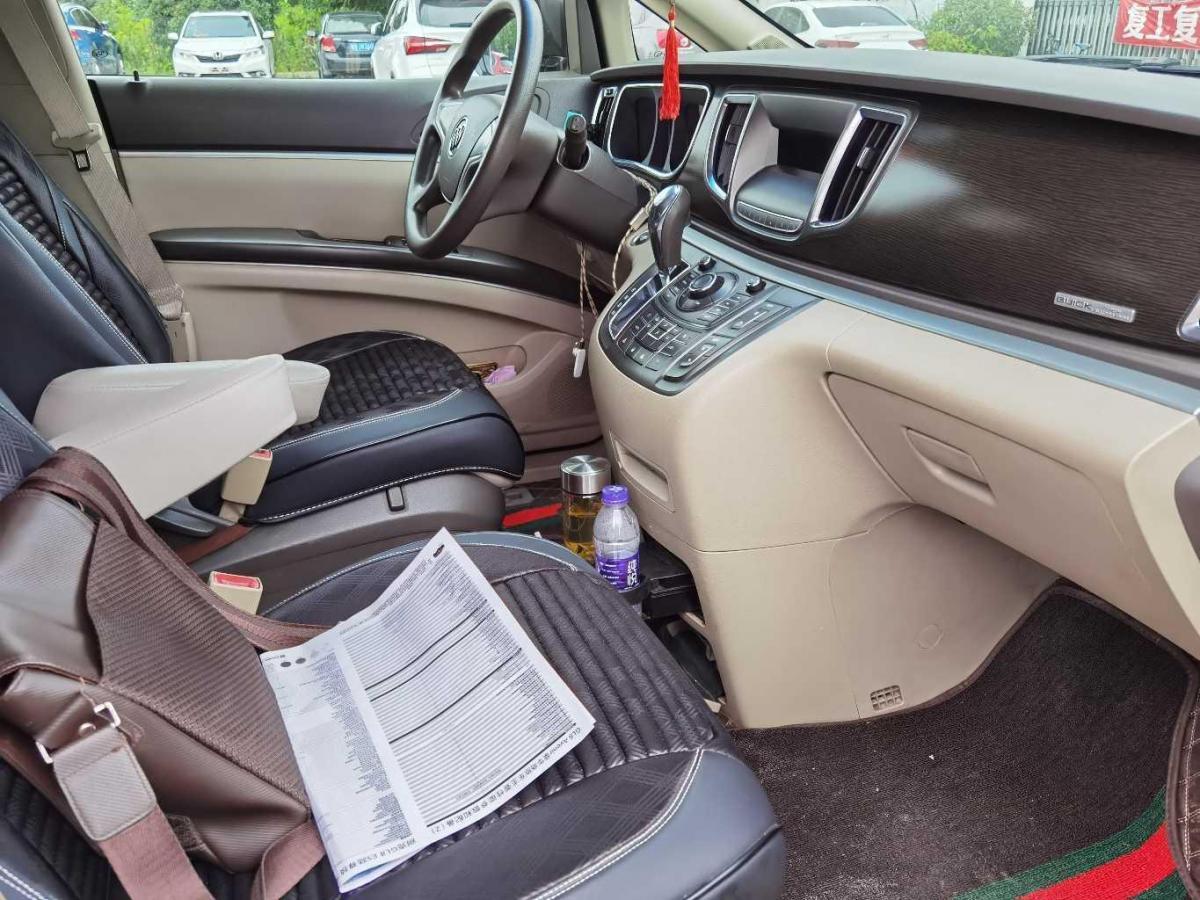 别克 GL8  2011款 2.4L CT豪华商务舒适版图片