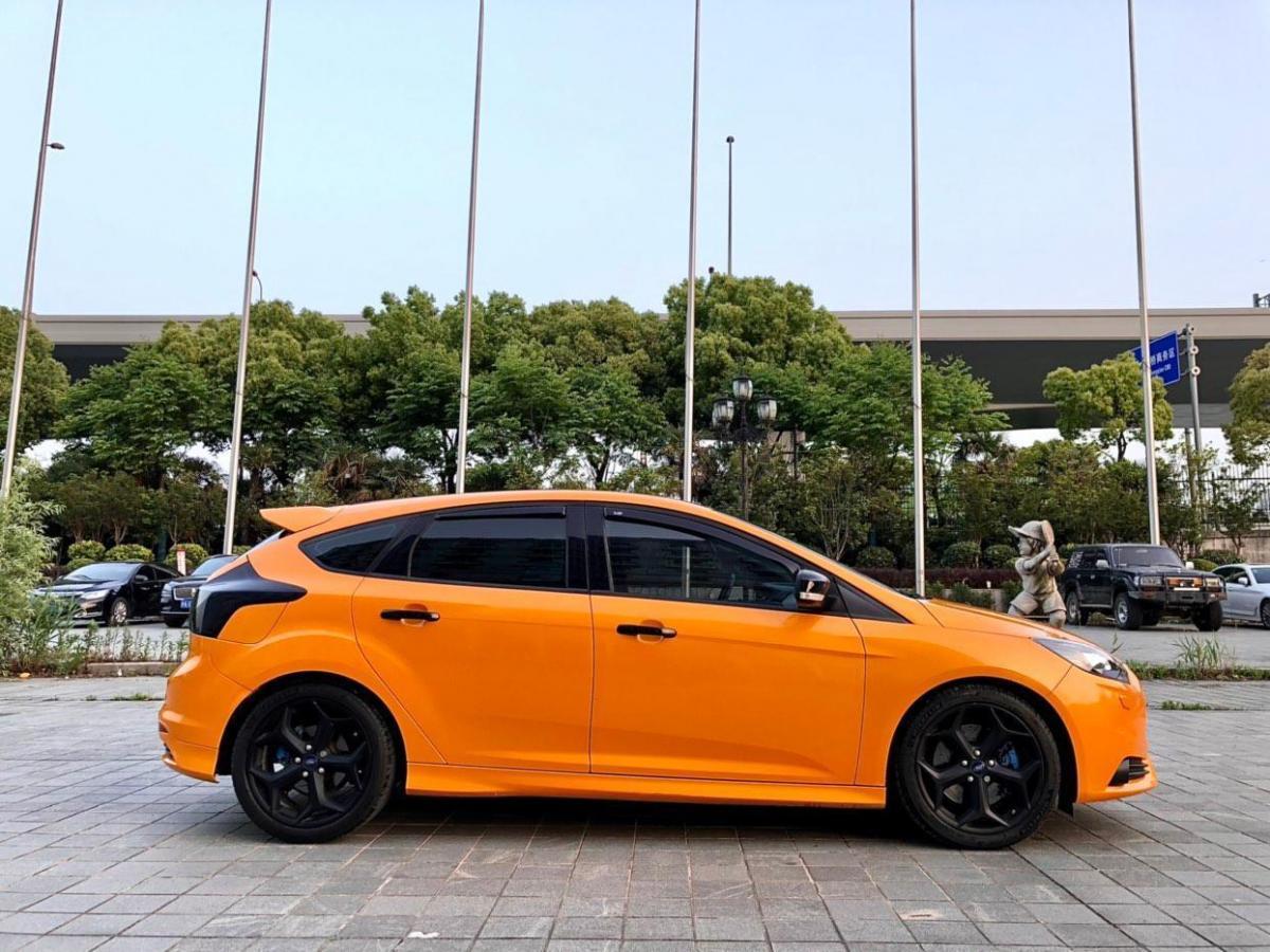 福特 福克斯  2018款 2.0T ST 热血橙版图片