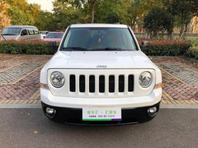 Jeep 自由客  2.0 两驱运动版