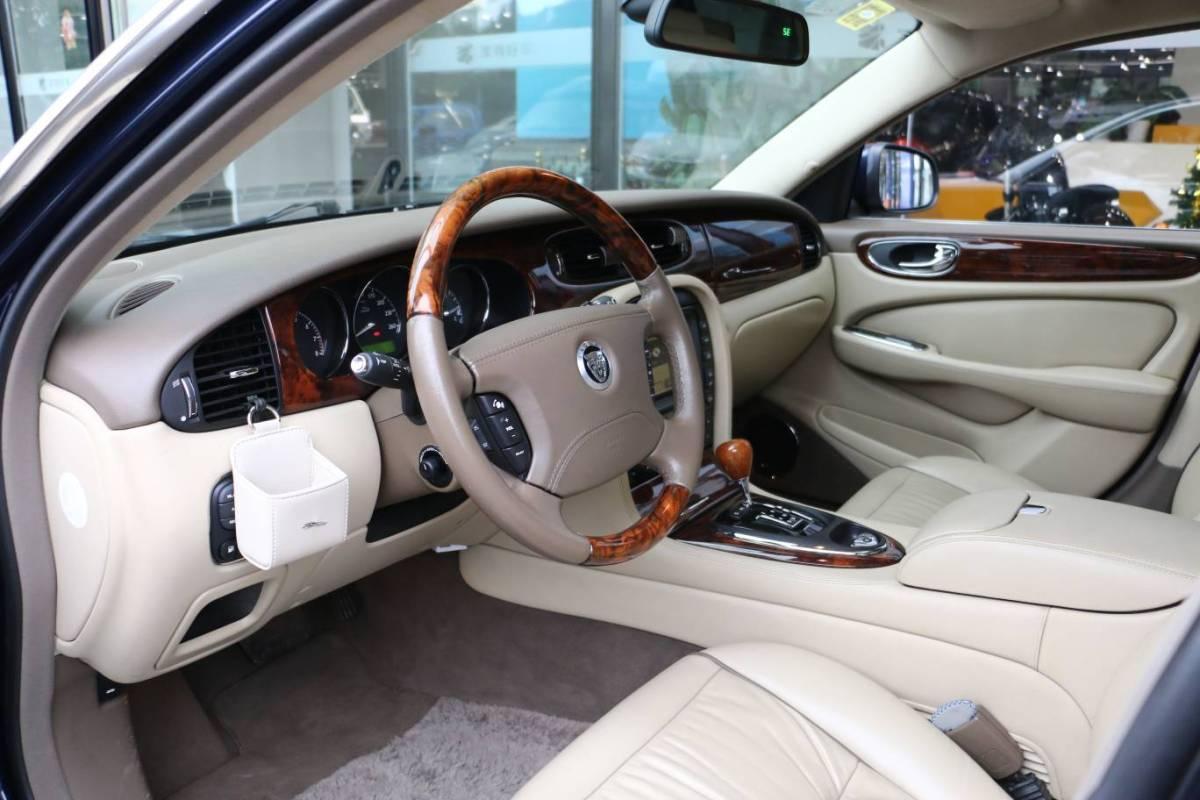 捷豹 XJ  2007款 XJ6L 3.0皇家加长版图片