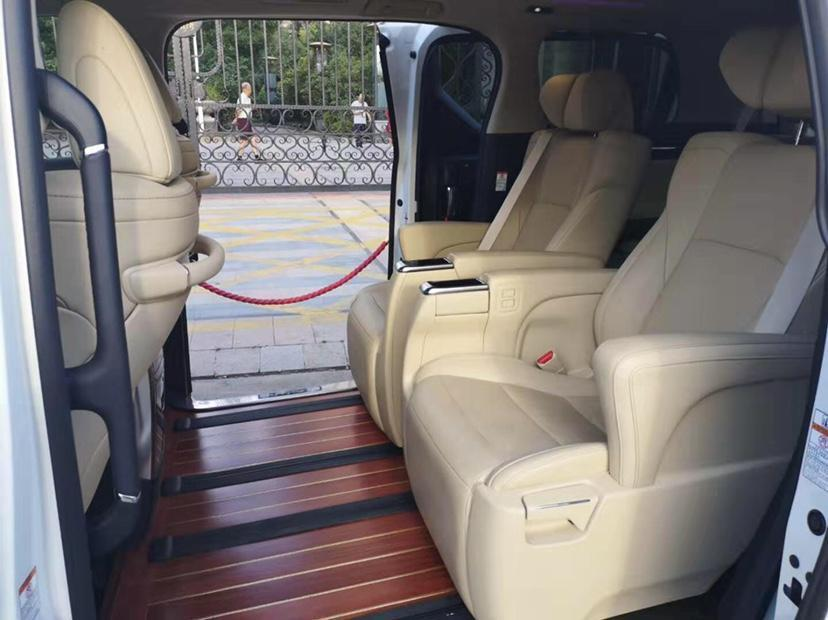 丰田 埃尔法  2018款 3.5L 豪华版图片