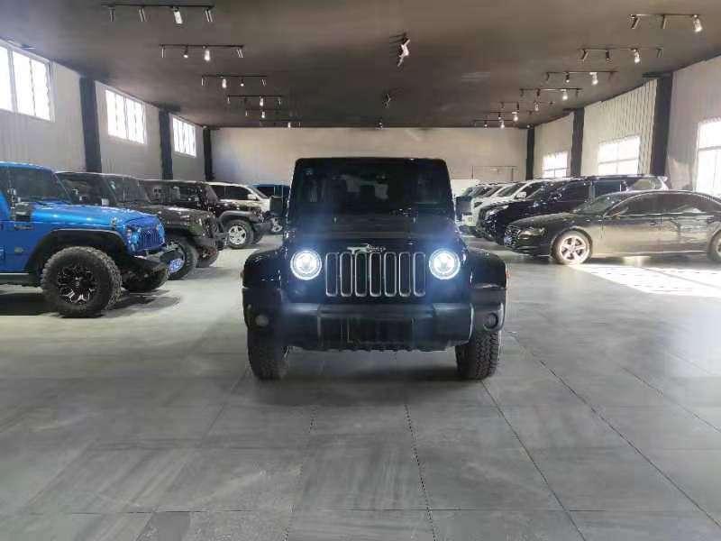 2017年10月 Jeep 牧马人(进口) 2.8TD Sahara 四门版图片
