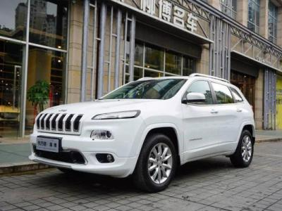 Jeep 自由光  2.4L 专业版+智能包