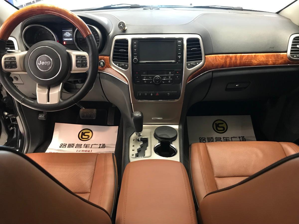 Jeep 大切诺基  2011款 5.7L 旗舰导航版图片