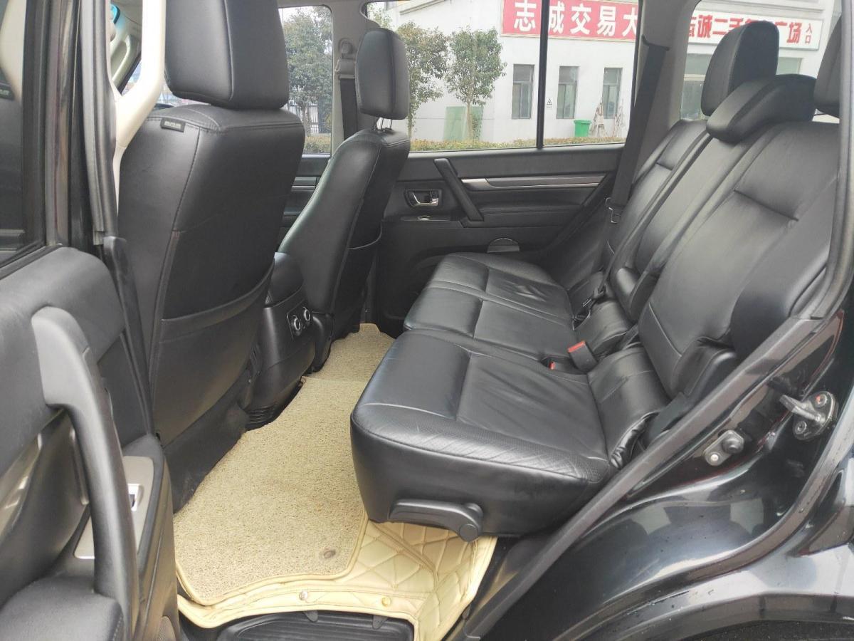 三菱 帕杰罗  2011款 3.8L 尊贵版图片