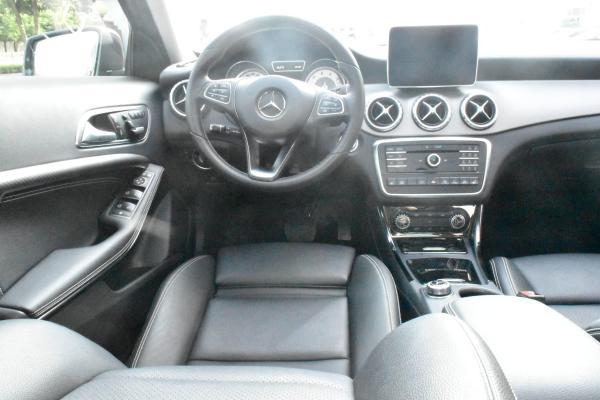 奔驰 GLA级  GLA220 4MATIC 2.0T 豪华型图片
