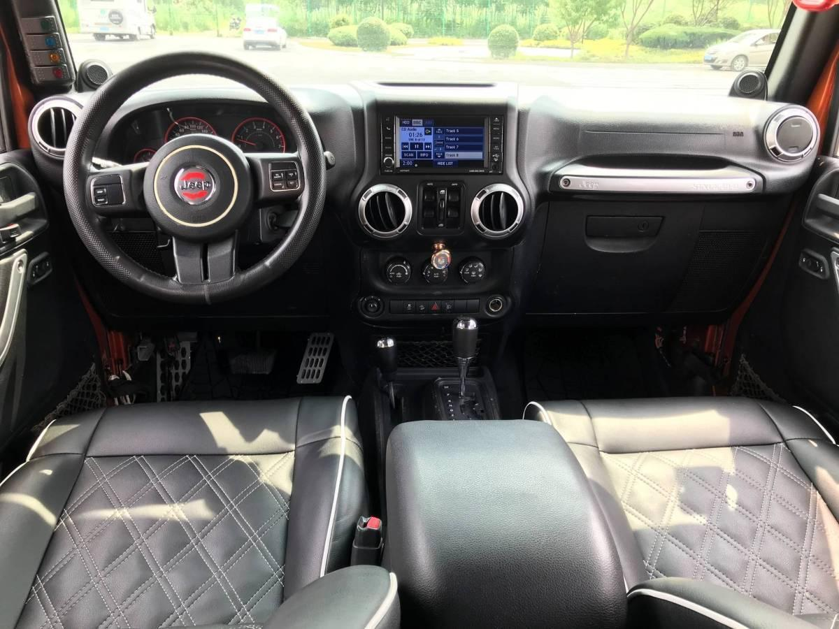Jeep 牧马人  2011款 3.8L Sahara 四门版图片