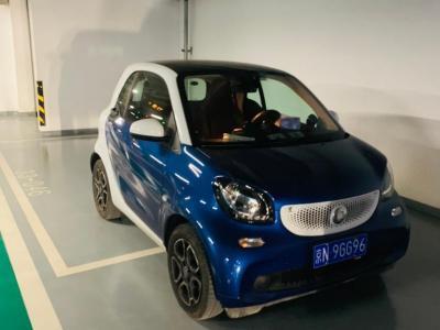 smart fortwo  2017款 0.9T 66千瓦魅藍特別版