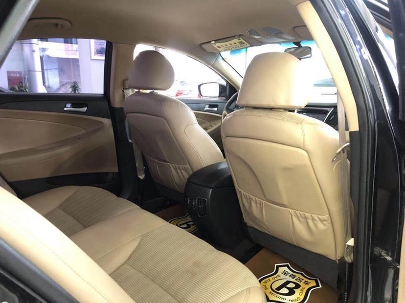 现代 索纳塔八  2011款 2.0L 自动豪华版图片