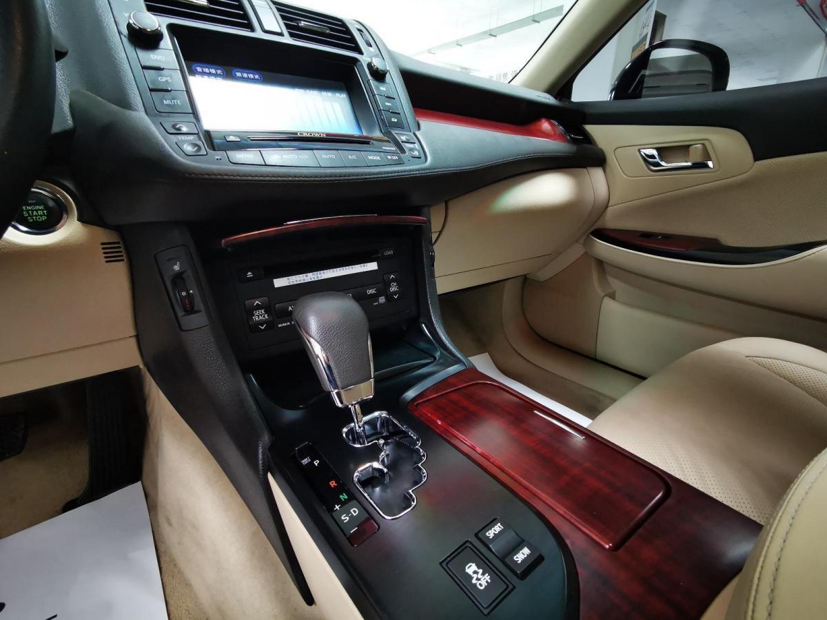 丰田 皇冠  2010款 2.5L Royal 真皮天窗导航版图片