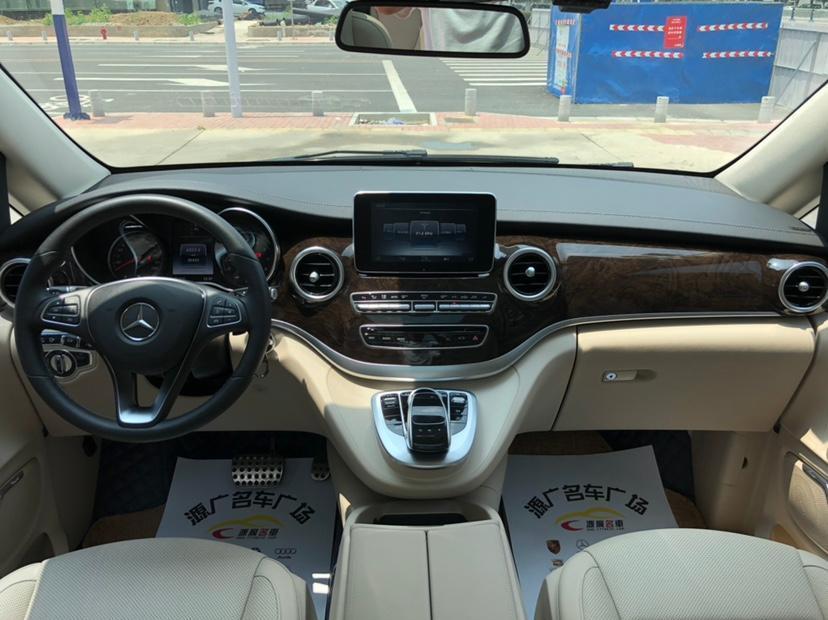奔驰 V级  2017款 V 260 尊贵版图片
