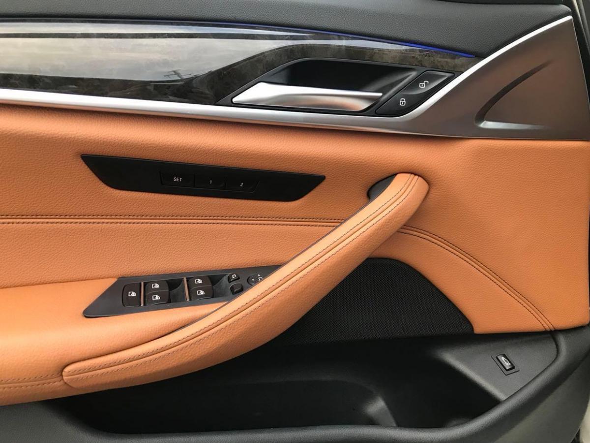 宝马 宝马5系  2018款 530Li 2.0T xDrive豪华套装图片