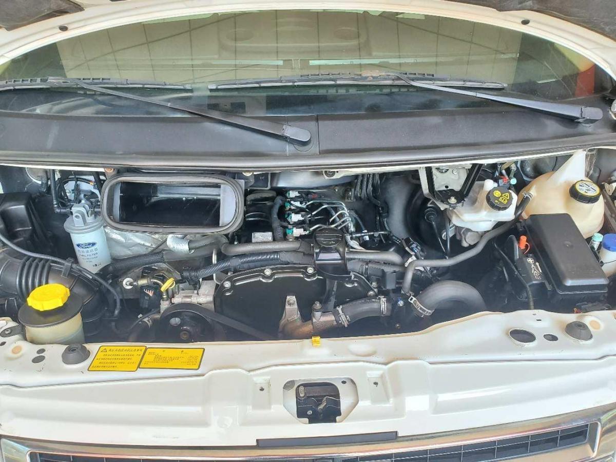 福特 新世代全顺  2016款 2.2T长轴9座中顶豪华型客车135马力图片