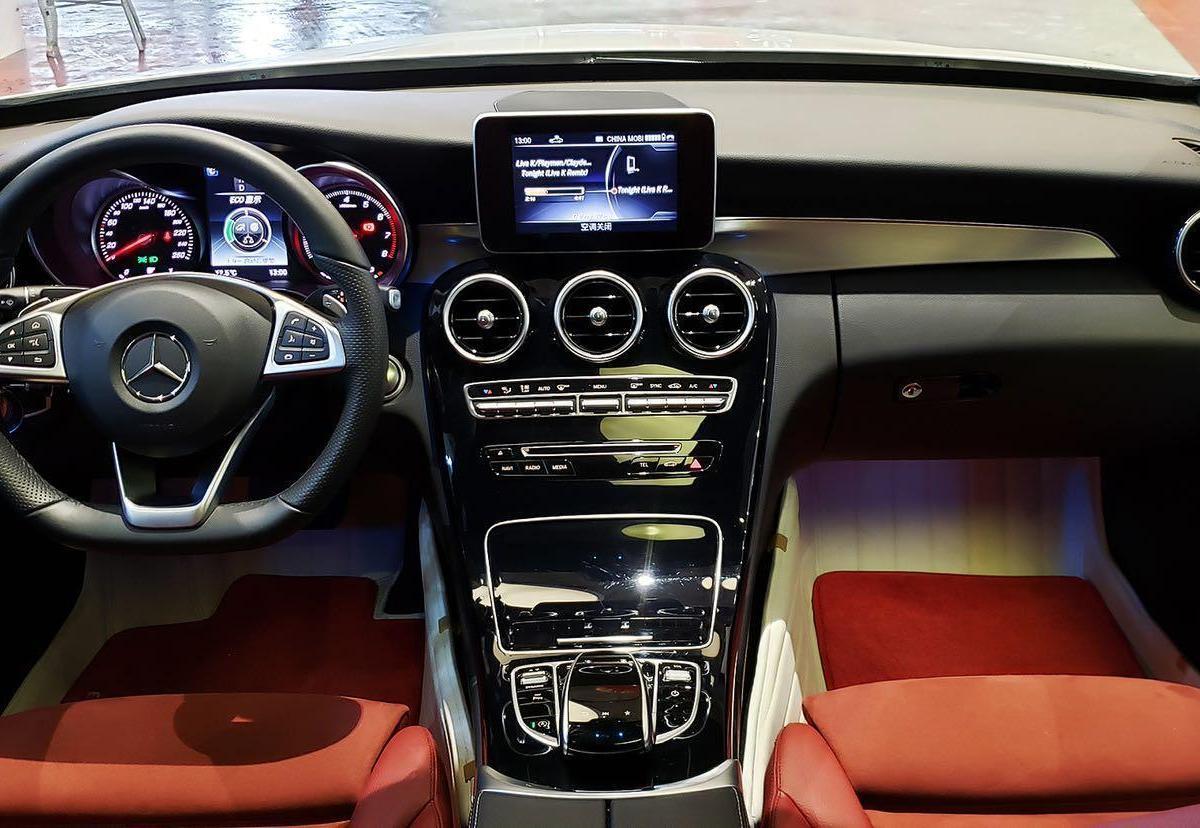 奔驰 奔驰C级  2018款 C 200 成就特别版图片