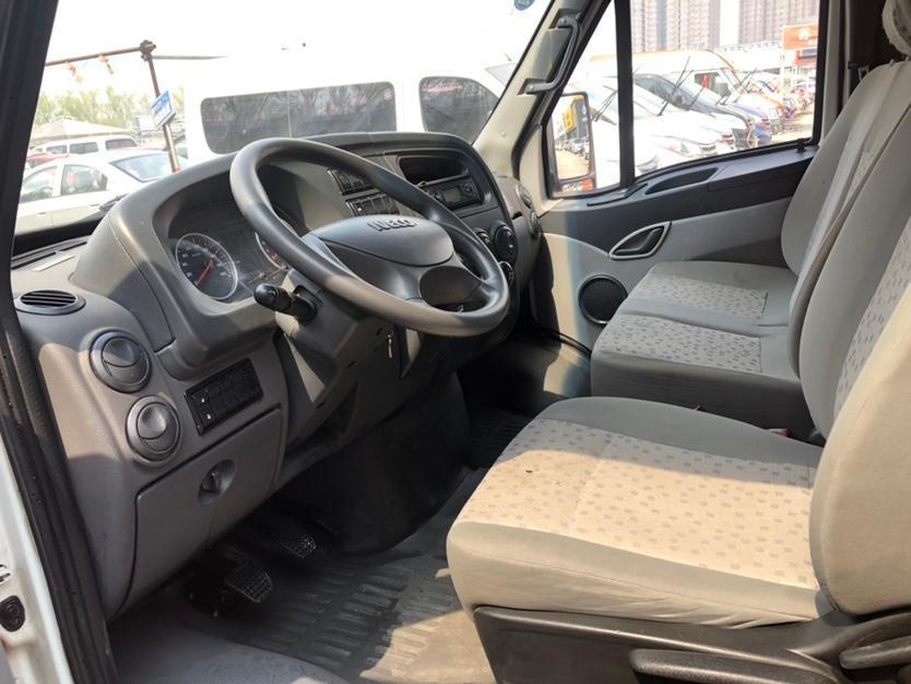 依维柯 褒迪Power Daily  2017款 2.8T经典X52载货车3950轴距43S5图片