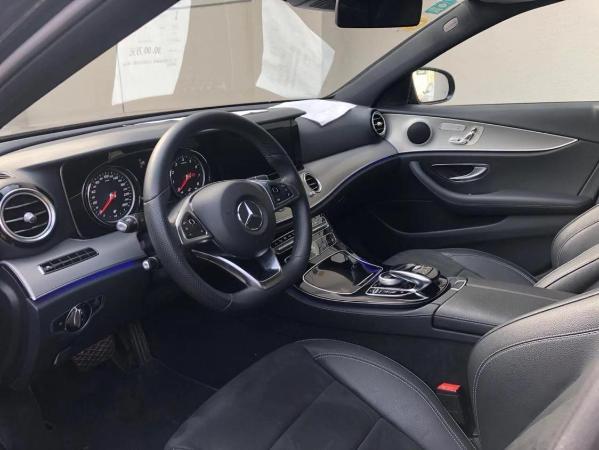 奔驰 E级  2017款 E300 2.0T 运动版图片