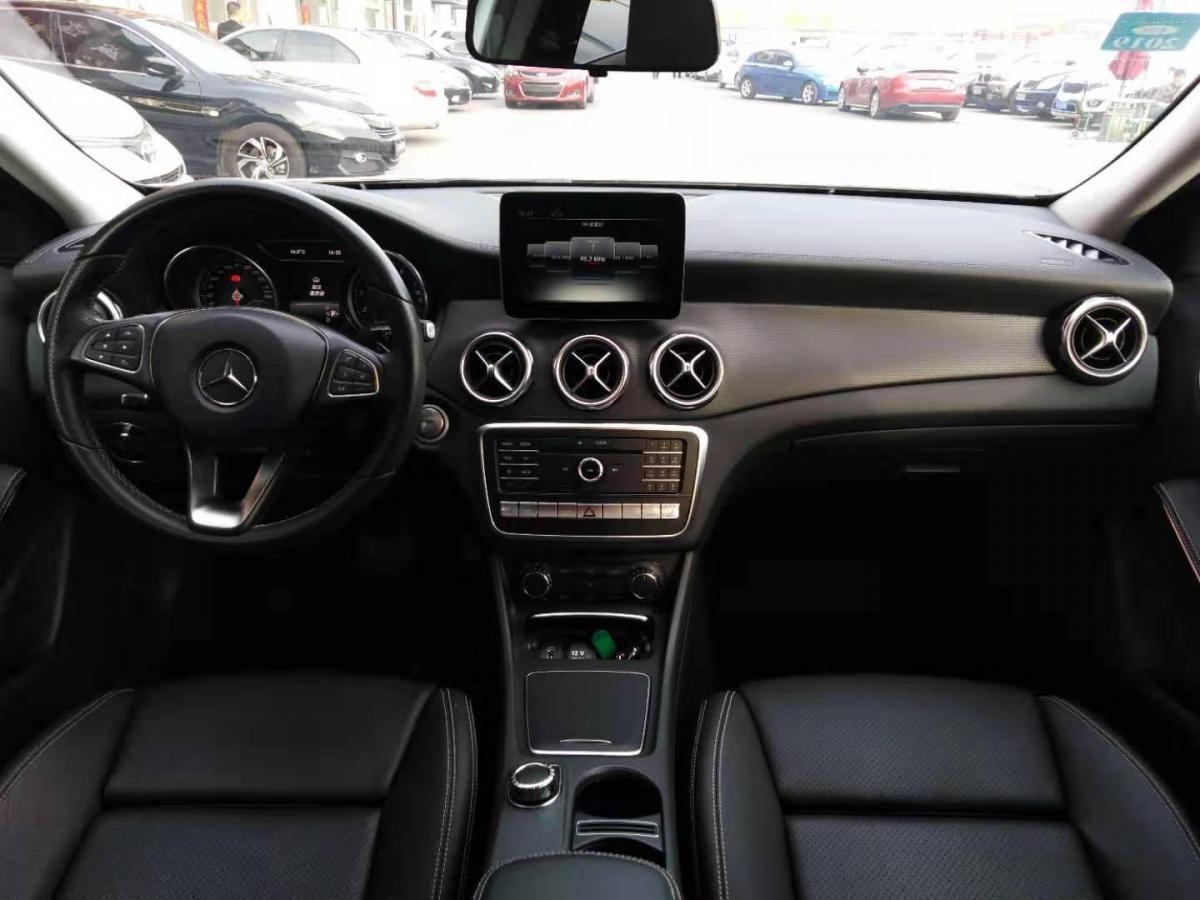 奔驰 奔驰GLA  2017款 GLA220 2.0T 4MATIC DCT时尚型图片