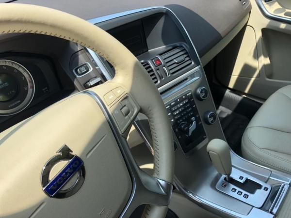 沃尔沃 XC60  2.0T 智雅版 两驱 涡轮增压图片